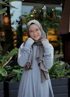 Casual Hijab Outfit, Ootd Hijab, Hijab Chic, Hijab Fashion Inspiration, Style Inspiration, Muslim Women Fashion, Womens Fashion, Ulzzang Korean Girl, Beautiful Hijab