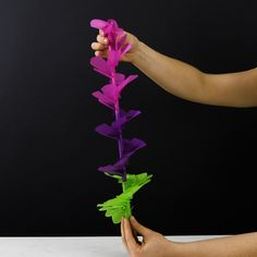 Flores hechas a mano. 5 Min Crafts, 5 Minute Crafts Videos, Diy Crafts Hacks, Easy Diy Crafts, Craft Stick Crafts, Fun Crafts, The Design Files, Design Blog, Giant Paper Flowers