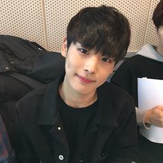 Find images and videos about kpop, cutie and victon on We Heart It - the app to get lost in what you love. Korean Boys Ulzzang, Ulzzang Boy, Korean Men, Asian Boys, Asian Men, Kim Bo Bae, Victon Kpop, Kpop Boy, Oc Manga