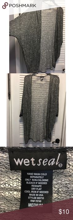 🌟 LIKE NEW Gary & Black Knit Cardigan 🌟 🌟 PLEASE REFER TO THE PICTURES, LET ME KNOW IF YOU HAVE ANY QUESTIONS & OFFERS WANTED! ❤️💋 Wet Seal Sweaters Cardigans
