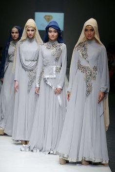 The World's Fashion Business News Modern Hijab Fashion, Batik Fashion, Islamic Fashion, Abaya Fashion, Fashion Wear, Modest Fashion, Fashion Dresses, Moslem Fashion, Hijab Style Dress