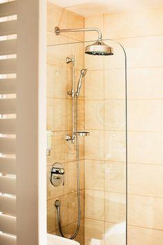 Badezimmer mit Dusche im Geschäftshotel Parkhotel Graz Bathroom Hooks, Graz, Bathing