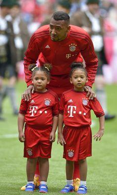Jerome Boateng / Fc Bayern München www.classicfootballshirts.co.uk