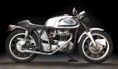 https://flic.kr/p/C5ZsZL   1972 Triumph Triton Café Racer   THE LAS VEGAS MOTORCYCLE AUCTION Thursday, January 7th 2016 11am  Frame no. T110 69427 Engine no. XG42507 If there were a Hall of Fame for motorcycle frames, the Norton Featherbed would be a shoo-in. Known for its legendary handling with geometry so good it was copied for decades, the Featherbed also became a favorite of specials builders, who liked the wide-open engine bay. As here, it most often accommodated 650cc Triumph engines…