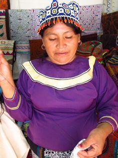 Shipibo_Woman_Handweaving_Amazonian_Peruvian_Textile