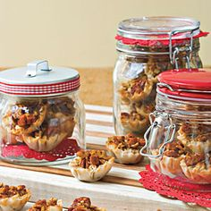Crunchy Pecan Pie Bites - Food Gifts for Christmas - Southernliving. Recipe: Crunchy Pecan Pie Bites Great things come in small packages! These pecan pie bites are small but full of flavor and just the right size for pass-along party desserts. Köstliche Desserts, Delicious Desserts, Dessert Recipes, Picnic Recipes, Southern Desserts, Picnic Ideas, Picnic Foods, Christmas Food Gifts, Christmas Desserts