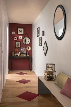 Discover recipes, home ideas, style inspiration and other ideas to try. Hallway Wall Colors, Wall Decor, Room Decor, Home Furniture, Modern Design, Sweet Home, Gallery Wall, New Homes, Layout