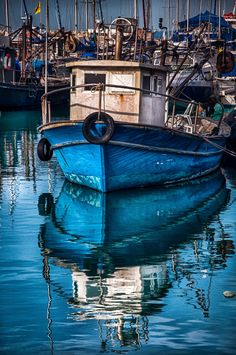 Beautiful photo of Jaffa Port, Israel.like an oil painting! Old Boats, Small Boats, Arte Judaica, Boat Art, Boat Painting, Sail Away, Jolie Photo, Wooden Boats, Tall Ships