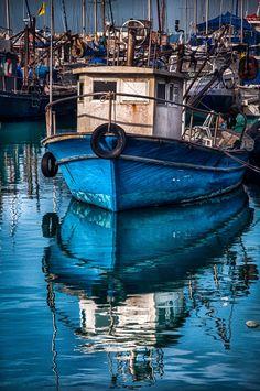 Beautiful photo of Jaffa Port, Israel.like an oil painting! Old Boats, Small Boats, Boat Art, Boat Painting, Sail Away, Wooden Boats, Tall Ships, Water Crafts, Fishing Boats