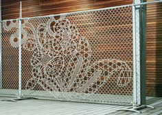 New way to do chainlink fences (Dutch design)