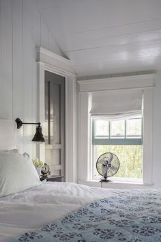 Modern farmhouse look combines the traditional with the new for a peaceful, airy, welcoming feel. Here are some amazing farmhouse bedroom photos to inspire you. Cozy Bedroom, Girls Bedroom, Bedroom Decor, Summer Bedroom, White Bedroom, Master Bedroom, Bedroom Fan, Bedroom Ideas, White Rooms
