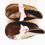 Handmade leather baby shoes with pick velvet bow