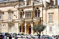 Walk in Medina. You can see the city in just a day. Malta, Notre Dame, Street View, Canning, Mansions, House Styles, City, Building, Travel