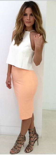Maria Menounos: Top – Mason by Michele Mason  Skirt – Elizabeth and James  Shoes – Carolinna Espinosa