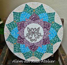 Mandala de mosaico by ALÉM DA RUA ATELIER/Veronica Kraemer, via Flickr