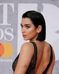 Dua Lipa She Is Gorgeous, Most Beautiful Women, New Star, Woman Crush, Bob Hairstyles, Celebs, Singer, Drawing Ideas, Hair Styles