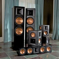 reference-rf-7ii-family-black-lifestyle0