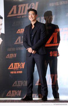 [SF포토] 다니엘 헤니, 나쁜남자 스타일 '다크네이비 슈트룩'