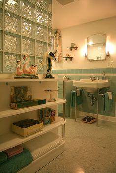Nanette's 1940s bathroom on Retro Renovation