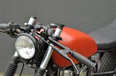 Left Hand Cycles custom Yamaha ~ Return of the Cafe Racers Yamaha Motorbikes, Yamaha Motorcycles, Custom Motorcycles, Custom Bikes, Helmet Tattoo, Yamaha Cafe Racer, Vintage Cafe Racer, Cafe Racing, Best Car Insurance