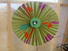 Roseta de papel decorativa fácil de hacer