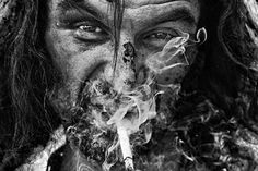 Un portret cu iz agresiv, fotografia lui Michael Schmidt scoate la lumina trasaturi ale figurii umane intr-una dintre cele mai interesante reactii. Schmidt, Lee Jeffries, Mai