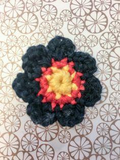 Gehäkelter Pin in Deutschlandfarben Crochet Necklace, Hats, Custom Cars, Hat, Hipster Hat