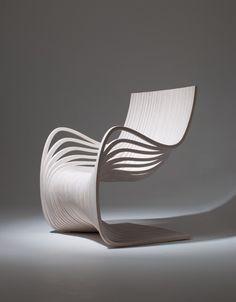PIPO Chair courbes et volupté par Piegatto - mobilier design tout en bois en provenance direct du Guatemala