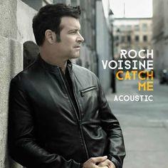 Roch Voisine revient...en anglais. 12 ans après son dernier opus dans la langue de Shekespeare, le canadien propose un nouvel album, Movin' On Maybe, disponible le 24 octobre 2014. Le premier extrait de ce disque est le titre, Catch Me, écrit avec son...
