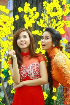 Beautiful Asian Girls, Beautiful Women, Asian Ladies, Asian Hotties, Oriental Fashion, Asia Girl, Female Poses, Ao Dai, Sweet Girls