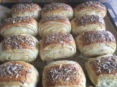 Grovbirkes til en weekendmorgen:-) Cooking Bread, Bread Baking, Cooking Recipes, Bread Bun, Bread Cake, Danish Food, Happy Foods, Bakery Cakes, Fodmap
