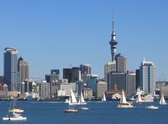 version en français plus bas . Auckland is a city in the North Island of New Zealand . A diverse and multicultural city, Auckland is home to the largest Poly. New Zealand Cities, Study In New Zealand, Places To Travel, Places To See, Travel Destinations, Happy City, Auckland New Zealand, Overseas Education, Australia
