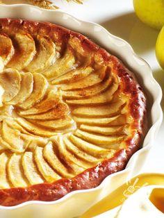 Tart of cream cream and apples - La Crostata alla crema di panna e mele, accompagnata da una spremuta di arancia o da un bel caffè di orzo, è una vera delizia! #crostataallacrema #crostatedimele