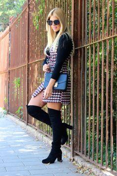 Miss trendy Barcelona: Vestido de tweed y botas over the knee Zara, Knee Boots, Sweaters, Barcelona, Dresses, Women, Fashion, Tweed Dress, Boots