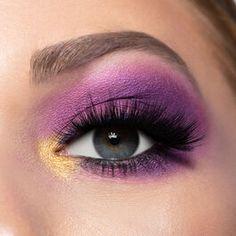 #HowToDoEyeshadow Purple Eye Makeup, Colorful Eye Makeup, Eye Makeup Art, Purple Eyeshadow, Eyeshadow Looks, Eyeshadow Makeup, Eyeshadow Palette, Beauty Makeup, Eyeshadow Ideas