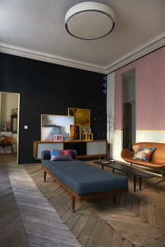 Your Home is Lovely: chic interiors on a budget: 'Decor8' on a budget – a guest post from Holly Becker  #esmadeco #escuela #decoración #granvia #Madrid #interiorismo #arquitectura #estiloeclectico #eclectico