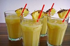 Keto Pina ColadaKeto Pina Colada - a great summer drink to escape life Summer drinks alcoholic / non-alcoholic / Recipes / Children - Beauty Life Tips .Summer drinks alcoholic / non-alcoholic / Recipes / Healthy Eating Tips, Healthy Foods To Eat, Healthy Nutrition, Smoothie Recipes, Smoothies, Drink Recipes, Easy Punch Recipes, Bon Dessert, Vegetable Drinks