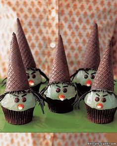 Witch Cupcakes... found @ http://www.cutefoodforkids.com/2011/09/41-cutest-halloween-food-ideas.html
