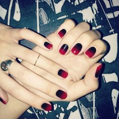 Black red ombre nails, I must try this!