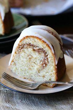 Cinnamon Cake Recipes, Pound Cake Recipes, Baking Recipes, Almond Pound Cakes, Cinnamon Swirl Cake, Easy Cake Recipes, Cinnamon Rolls, Just Desserts, Delicious Desserts
