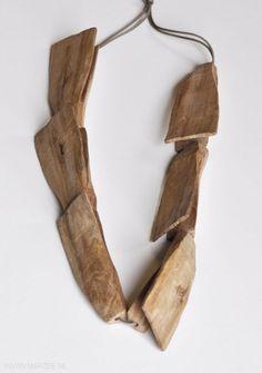 Dorothea Prühl - necklace, Flieger (flier), 2010, elm wood - length of one shape 12 cm