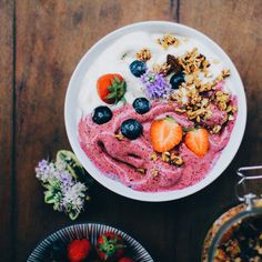 plain & blueberry banana ice cream bowl, topped with granola and berries. Glorious breakfasts
