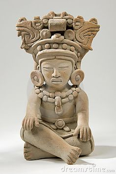 Historic styles: This piece shows the historic way the mayans made their statues. Mayan Clay Sculpture - the sculpture and ceramics of this period took varied forms in terms of style and purpose over the years. Maya Art, Motifs Aztèques, South American Art, Colombian Art, Maya Civilization, Inka, Aztec Art, Art Sculpture, Sculpture Images