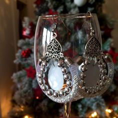 One of my favourites for my New years eve! No filter! #white #newyear #newyeareve #earrings #handmade #handcrafted #handmadejewelry #etsy #silver #rhinestones #luxury #limited #evening #elegant #christmas #dangle #cristmastree #chears