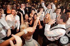Sugestões de músicas para a sua pista de dança de casamento saídas diretamente dos indicados ao maior prêmio de música do mundo, o Grammy Awards.