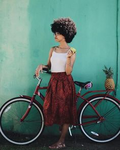 Learn how to moisturize natural hair daily using this effective tips! Moisturizing natural hair can be challenging but learning how to moisturize hair by findin Best Natural Hair Products, Natural Hair Tips, Natural Curls, Natural Hair Styles, Flat Twist, Short Hairstyles For Women, Afro Hairstyles, Sisterlocks, Cornrow