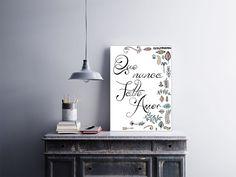 """Placa decorativa """"Que Nunca Falte Amor""""  Temos quadros com moldura e vidro protetor e placas decorativas em MDF.  Visite nossa loja e conheça nossos diversos modelos.  Loja virtual: www.arteemposter.com.br  Facebook: fb.com/arteemposter  Instagram: instagram.com/rogergon1975  #placa #adesivo #poster #quadro #vidro #parede #moldura"""