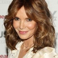 shoulder length hairstyle for mature women