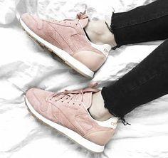 Reebok Sneaker in Rosa. Hier entdecken und shoppen: http://sturbock.me/NCV