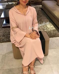 Jellaba en crêpe perlée by h n ✨ hetn creation couture djellaba gandoura caftan tenue robe broderie Abaya Style, Hijab Style, Hijab Fashion, Fashion Outfits, Womens Fashion, Morrocan Kaftan, Mode Abaya, Diana Fashion, Caftan Dress